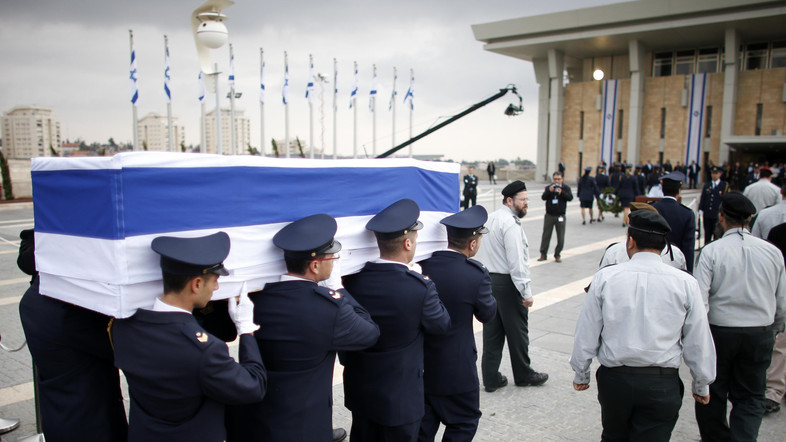Members of the Knesset guard carry the flag draped coffin of former Israeli prime minister Sharon at the Knesset in Jerusalem