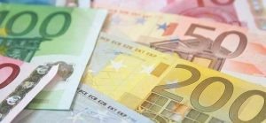 ls-euro-notes-iStock_000008533205-700x325
