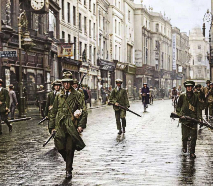 Old Ireland in colour, photos  that present a new look at Ireland's past.